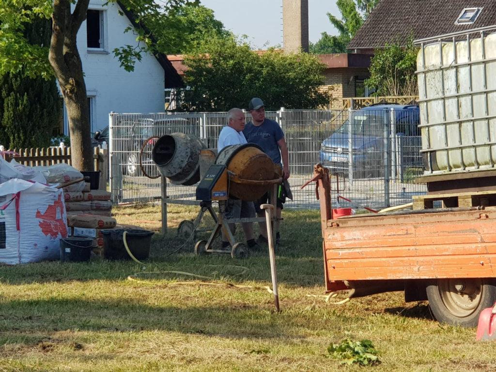 Spielplatz Avendorf Aufbau Geräte durch Elterninitiative
